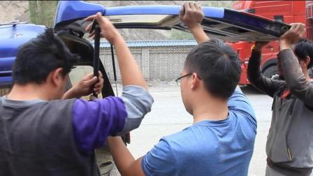 厉害了! 新藏线上遇到上海牛人大叔, 骑着踏板摩托车骑行西藏新疆