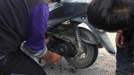 遗憾, 还有40公里就到新疆叶城, 队友的摩托车坏了, 只要向过往车辆求助!