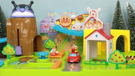 趣盒子玩具 第一季 面包超人欢乐小镇划小船 迷你面包超人小车车游小镇