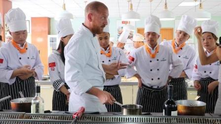 想找上海最好的西点西餐培训学校? 西式烹调师培训飞航美食学校