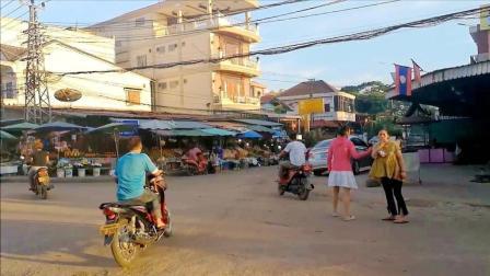 老挝首都的街景, 看上去就像中国一个县城?