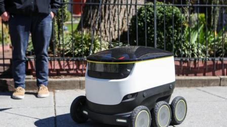 这种外卖机器人, 安全性为0, 网友: 不担心外卖担心你!