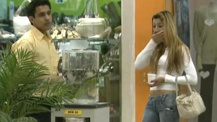 巴西爆笑恶搞: 公用饮水机被用来养青蛙, 路人喝