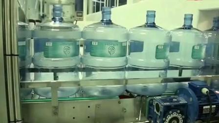 桶装水生产线实拍, 整个过程干净卫生, 网友: 这水得卖多少钱?
