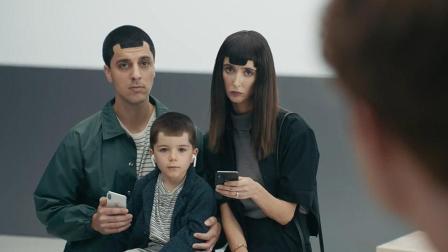 三星广告嘲讽技能全开 苹果无言
