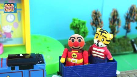 面包超人邀请好朋友巧虎 乘坐托马斯火车一起去商店购买冰淇淋