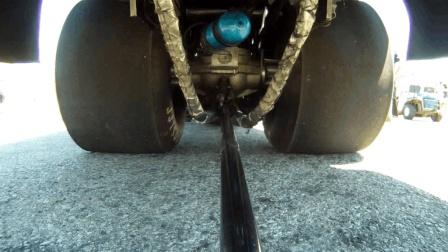 赛车底盘装个摄像头, 看赛车加速时轮胎和底盘的变化