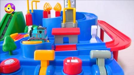 托马斯蹦蹦床铁道游乐园 和小火车一起开开心心蹦蹦跳跳