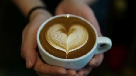 经典拉花慢动作: 连咖啡都是爱你的形状