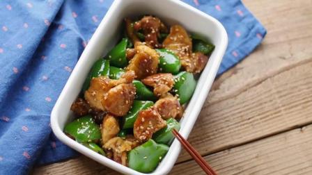 青椒炒肉很好吃, 但是把猪肉换成鸡肉, 口感完全不同, 感觉更加好吃