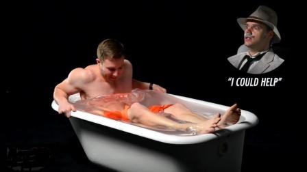 老外作死实验, 用一浴缸玻璃胶泡澡! 网友: 就想看你怎么出来!