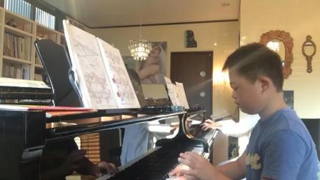 唐氏综合症宝宝钢琴弹得非常棒, 乐曲中隐隐有一丝悲伤的味道!