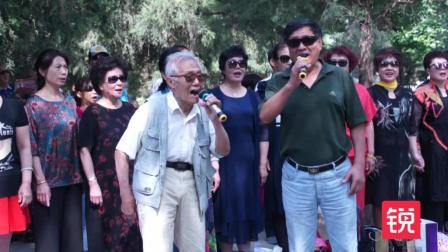 85岁大爷公园高唱《北京颂歌》, 声音嘹亮满有正能量!
