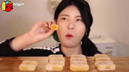 """韩国大胃王当顺, 吃""""橡皮糖"""", 芒果夹心, 嚼劲十足, 差点把牙粘掉! 为了吃糖是豁出去了!"""
