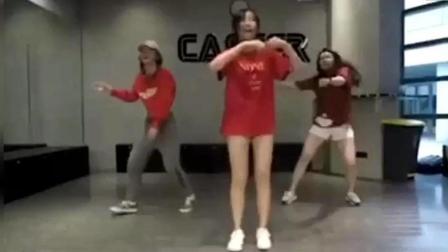 火箭少女徐梦洁实力翻跳帅气舞蹈, 进火箭少女11人实至名归