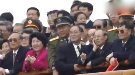 中国军人护旗出场的一瞬间, 全场都安静了