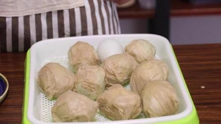 """""""纸包盐蛋""""的做法, 轻松做出咸鸭蛋, 起沙留油, 早餐的最佳选择"""