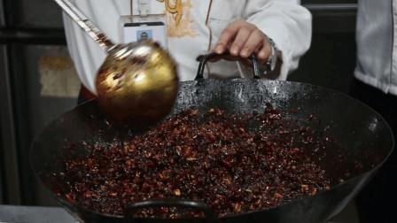 重庆火锅底料炒制方法曝光, 跟着师傅手把手学, 你也可以在家做