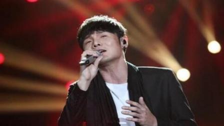 李荣浩这首歌敢于打破常规, 还对自己进行了自嘲, 很特别
