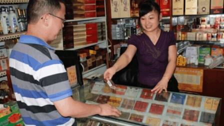 越南游客在中国买香烟, 65元人民币一包的软中华直呼真不贵