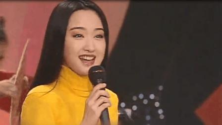 杨钰莹在95年春晚上演唱的经典, 清纯甜美, 老歌百听不厌