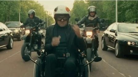 《憨豆特工2》: ? 不存在的! 憨豆的轮椅都得系安全带, 你能追上?