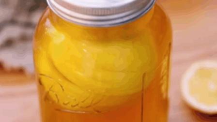 一颗柠檬放进杯子里泡茶, 就是这么懒, 美味又解暑