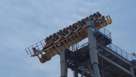 全球唯一断轨过山车, 轨道中间突然断开, 游客看到都不敢坐!