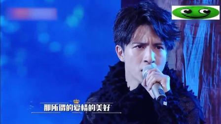 刘涛薛之谦同台对唱情歌, 两人贴头又牵手, 像极