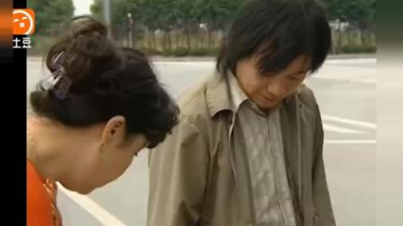 老汉让女婿帮他逃院, 结果一出门就撞上了人家的宝马