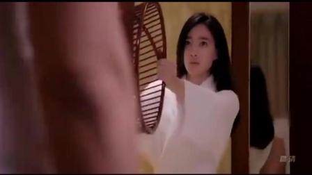 女孩洗完澡出来, 看到床上躺着陌生人, 立刻动了手