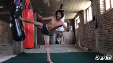 阿富汗小伙神似李小龙, 疯狂训练追逐心中梦想!