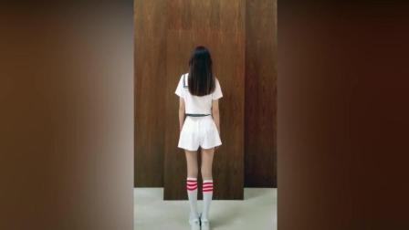 学姐穿白色丝袜翩翩起舞, 回头的对我笑的那一刻, 我的心融化了