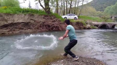 农村河鱼多, 哥几个想吃鱼了就去河边撒网, 这种鱼一般人吃不到