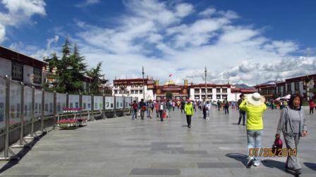 藏族歌曲: 向着太阳--拍摄背景地: 拉萨大昭寺