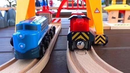 小火车和工程车木质轨道玩具