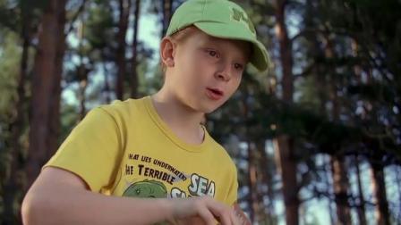 史前巨鳄:男孩见到那么多鳄鱼不害怕,还喂起了肉干