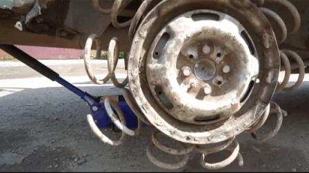 牛人用弹簧当轮胎, 启动后自己都笑了。