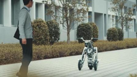 可以变身的代步车, 平时像宠物一样跟着你, 用时秒变摩托