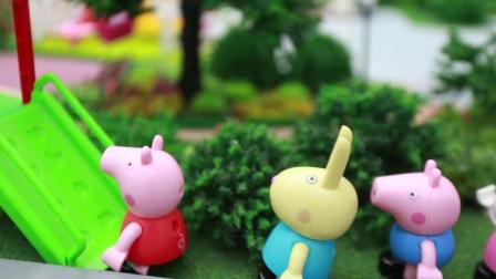 粉红猪小妹乔治佩奇在花园玩滑滑梯儿童玩具