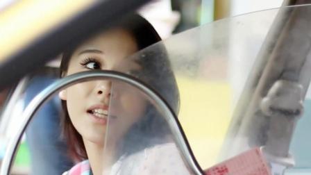 美女猛然发现出租车计价器有问题