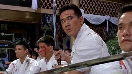 日本人污蔑陈真大打出手,被男子打得鼻青脸肿