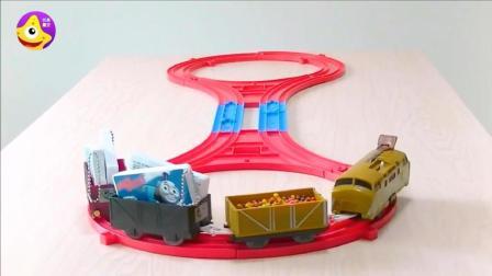 托马斯小火车给宝宝们运来了好多彩虹海洋球玩具
