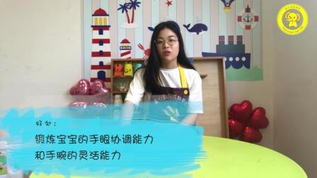 亲子育儿游戏家庭课程视频《筷子夹铃铛》, 让小朋友动起手来