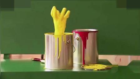 恶作剧 油漆桶上突然冒出两双手