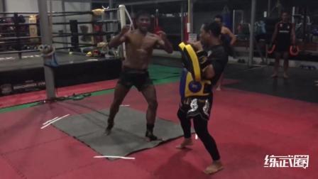 泰拳王子播求充满威胁的铁腿原来就是这么训练出来的!