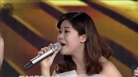 泰国小邓丽君与云飞罕见牵手同台演唱《弯弯的月亮》, 画面太美让人陶醉