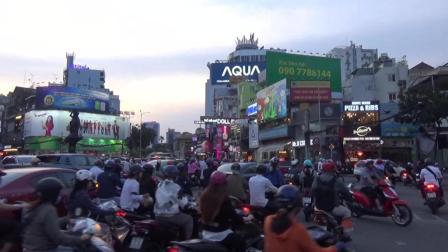 实拍越南: 每到下班时间, 越南马路密密麻麻的都是摩托车!