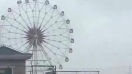 """台风""""云雀""""来了! 摩天轮360度打转 轿车变船"""
