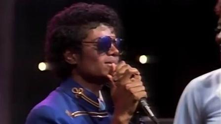 迈克尔杰克逊偷看自己偶像的演唱会, 被现场活捉, 并上台表演!